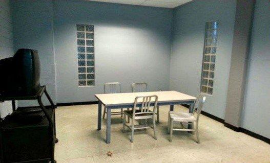 Комната для допроса при депортации из Израиля