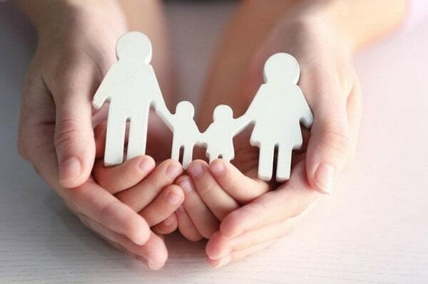 Семья в руках