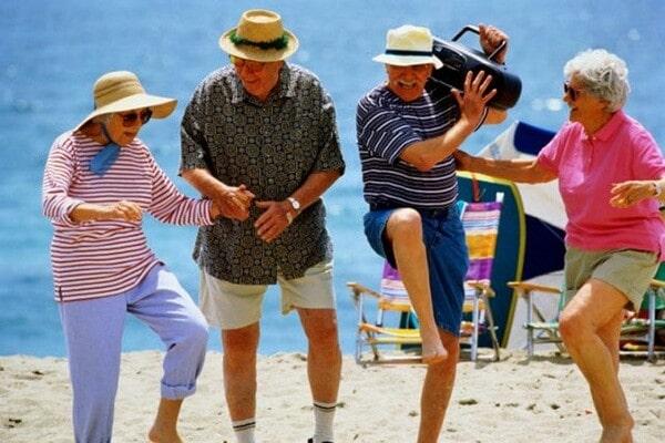 Пенсионеры отжигают
