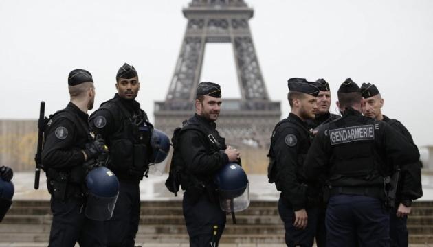 Во Франции продлен карантин